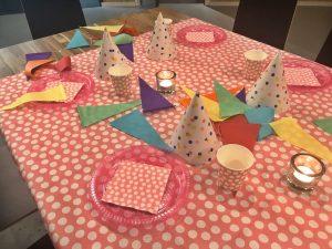 tafel versierd kinderfeestje